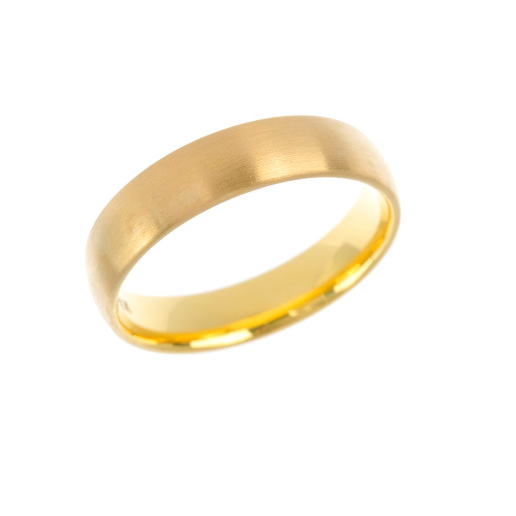 Court Shape 18ct Yellow Mens Wedding Band 5mm
