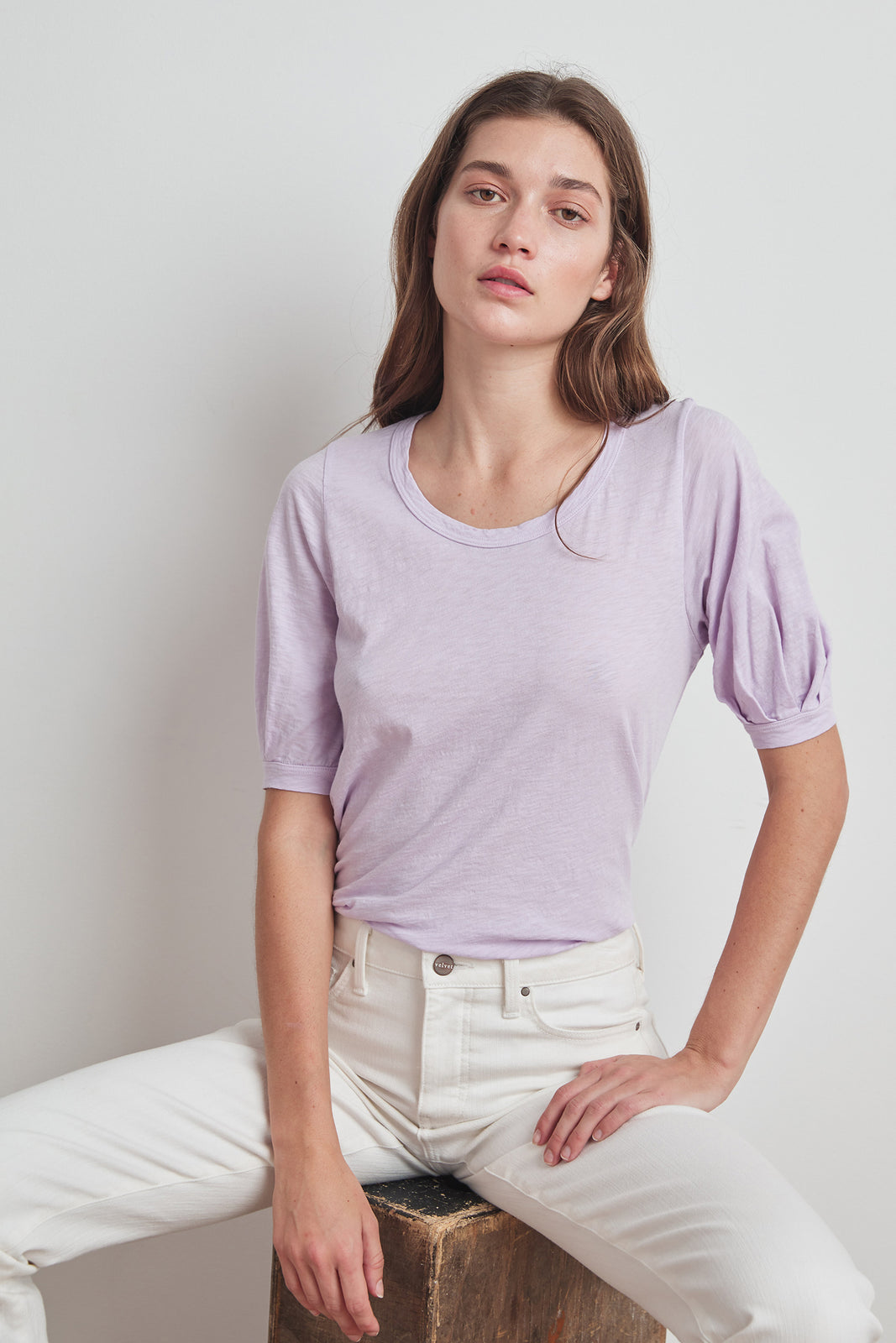Velvet-White Puff sleeve detail tee