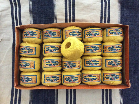 Antique Linen Thread Spool - Jaune