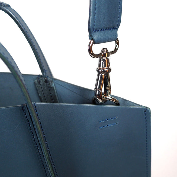 The Sleeveless Garden Canaler leather bag
