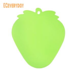 ECeveryday Portable Moisture-proof Picnic Fruit Salad Cutting Board (Green Strawberry Shape)