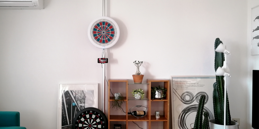 Granboard / gran board 132 lets you play darts at home against people around the world. The 132 is the same size as steel tip board. グランボード132