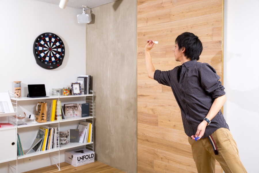 practice throwing darts at home with the granboard dash electronic dartboard