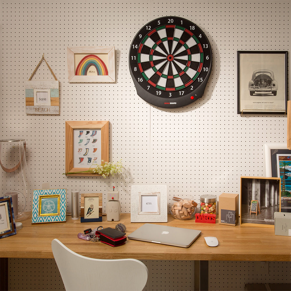 Granboard dash easily mounts anywhere in your home so that you can enjoy darts. グランボード dash