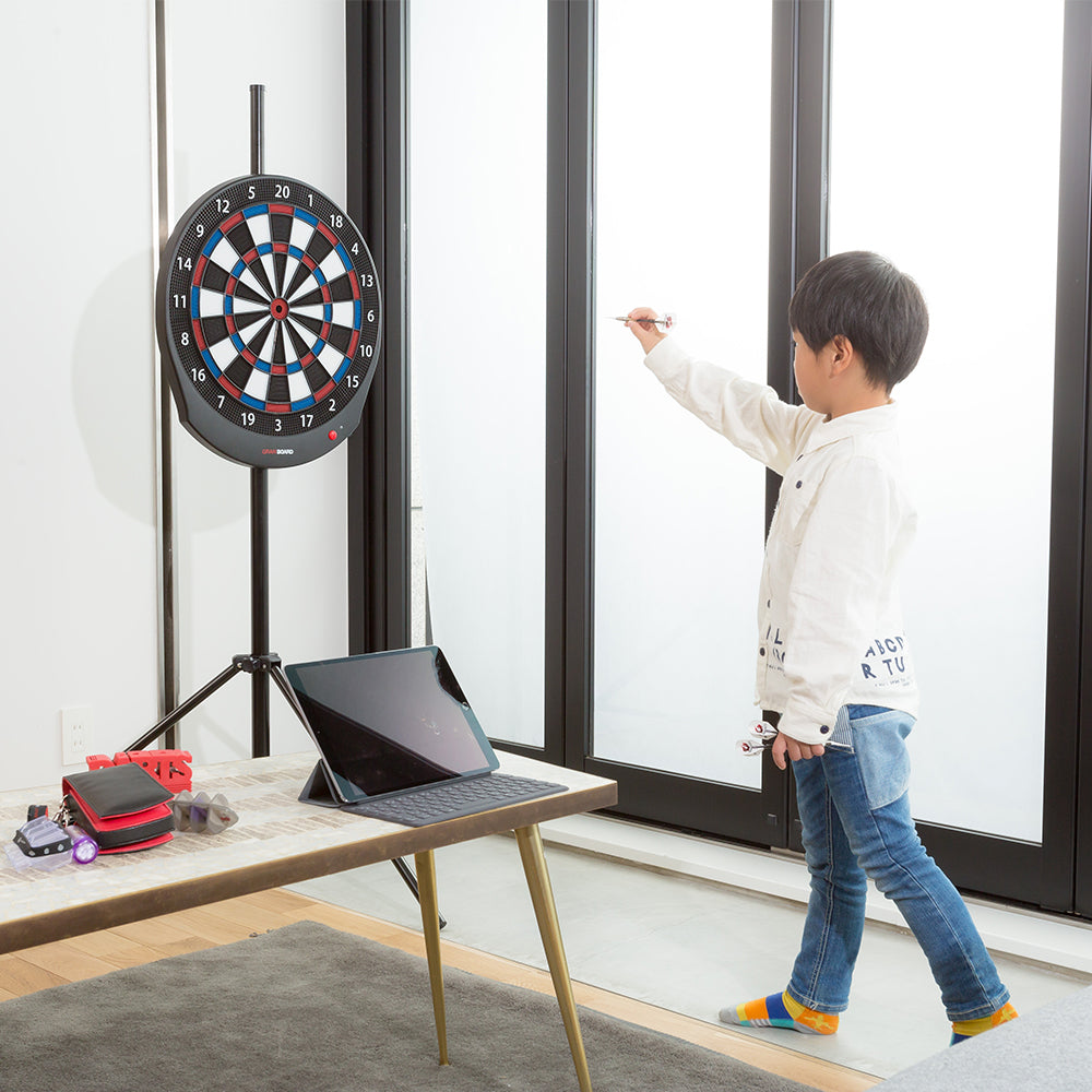 Adjust the height of your granboard / gran board for all family members with the tirpod dart stand. ダーツボードの三脚