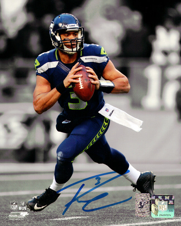 Russell Wilson Autographed 8x10 Photo Seattle Seahawks RW Holo Stock #90912