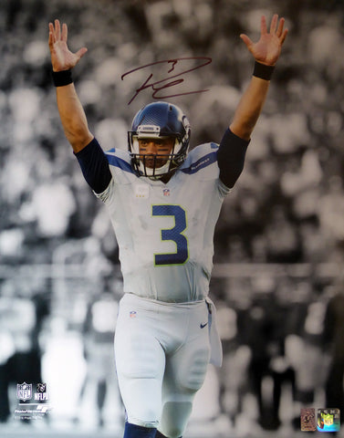 Russell Wilson Autographed 16x20 Photo Seattle Seahawks RW Holo Stock #106942
