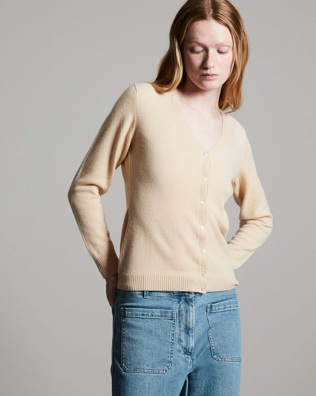 Cardigan Scollo V in Kid Cashmere beige donna - Lanificio Colombo