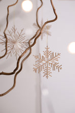 Load image into Gallery viewer, ICE & SNOW WOOD DECORATION