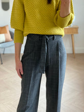 Load image into Gallery viewer, GREY CHECK 3/4 TROUSERS
