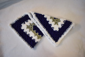 Navy & Fuzzy White Cat Mat