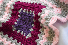 Load image into Gallery viewer, Pink Shell Crochet Cat Mat