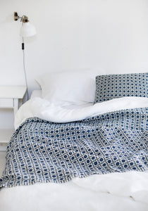 LAPUAN - LAMBSWOOL BLANKET. BLUE