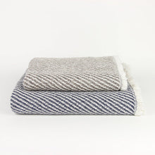 Load image into Gallery viewer, KONTEX - ORGANIC SWELL TOWEL. NAVY