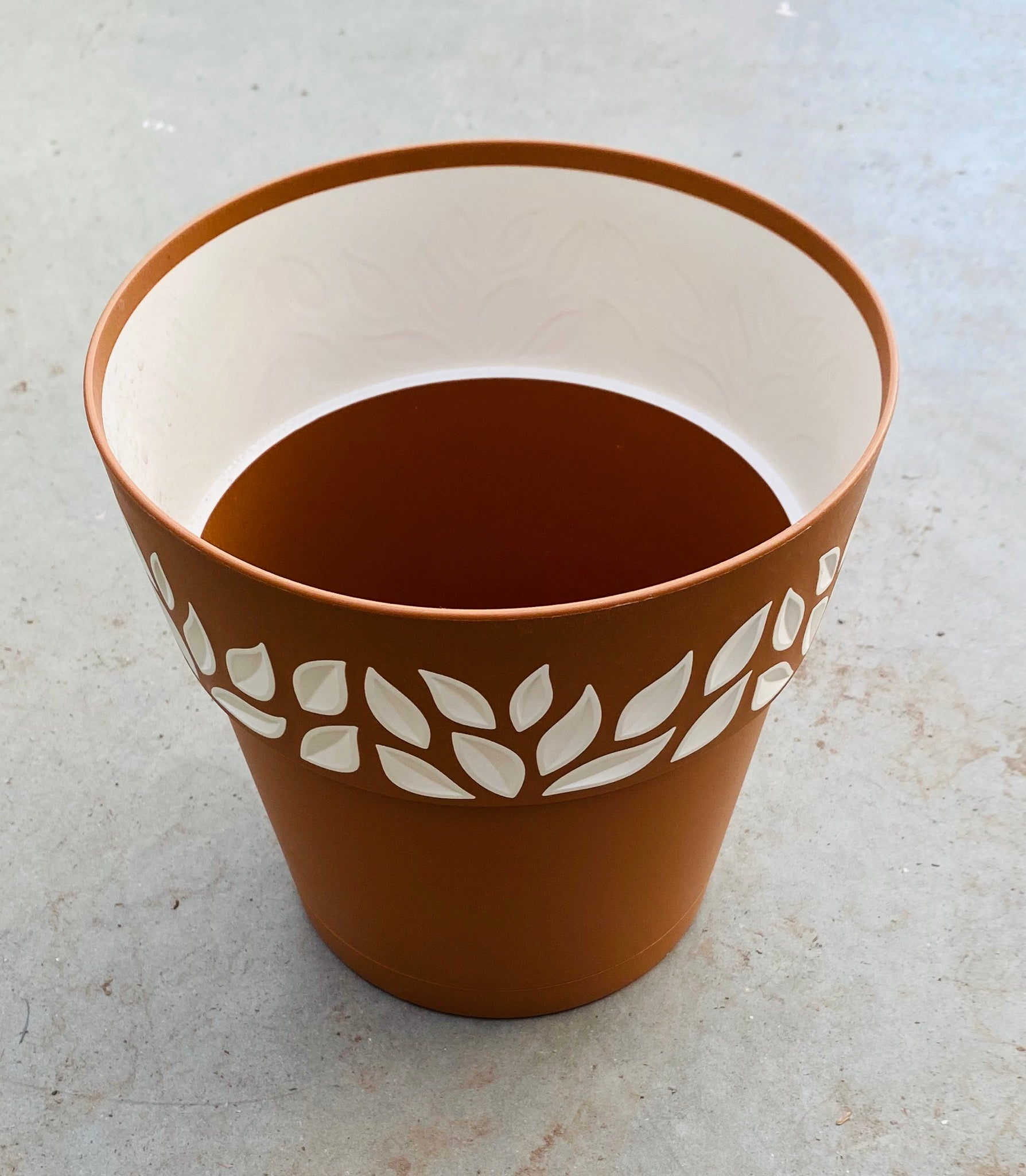 Leaf Plastic Pot 7.5""