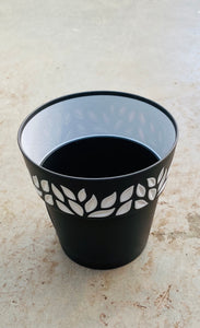 Leaf Plastic Pot Black 5.9""