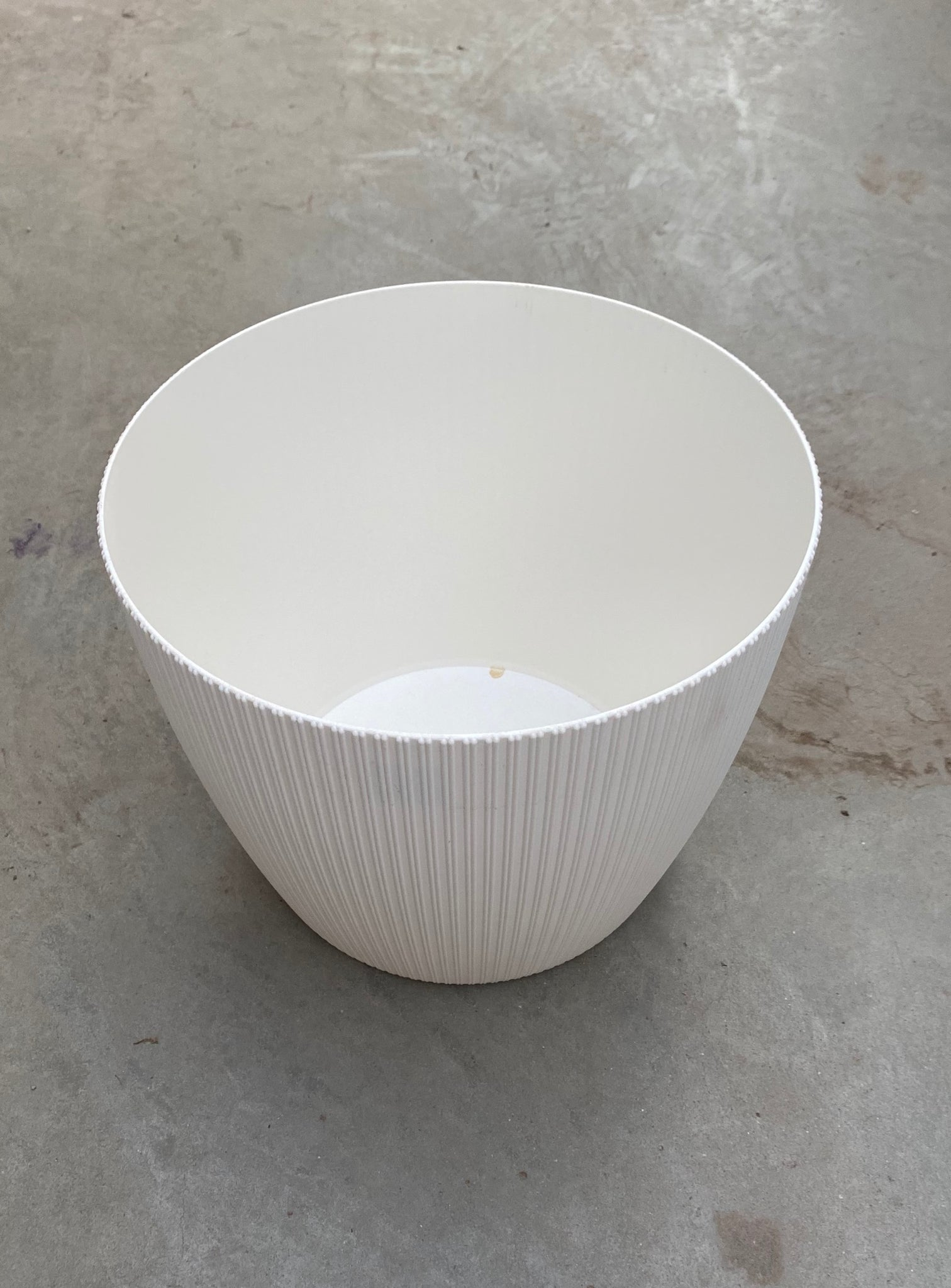 "Magnolia Plastic Pot Cream 12""x10"""