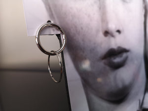Madeleine small metal hoops