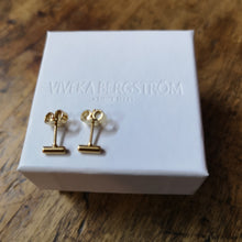 Load image into Gallery viewer, Pytte, 4 mm stick earrings