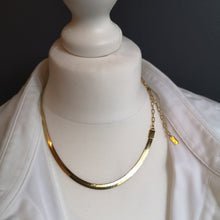 Load image into Gallery viewer, Shine, flat chain necklace
