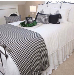 Checkered linen bed scarf
