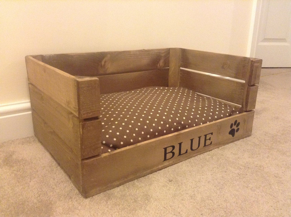 PERSONALISED WOODEN DOG / CAT BED