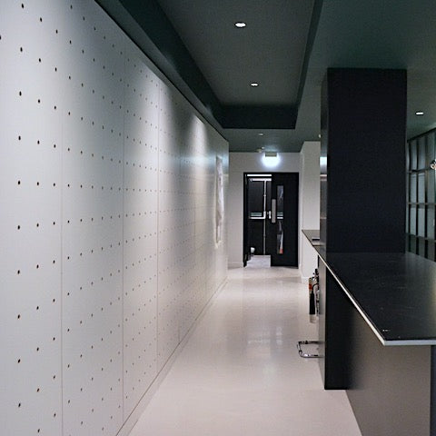 Pegboard wall in white for an office lobby in Soho London by Kreisdesign. Architects: Universal Design Studio