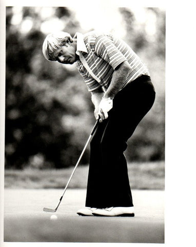 Jack Nicklaus Putting in Striped Shirt, Facing Forward Unsigned Old Time Photo