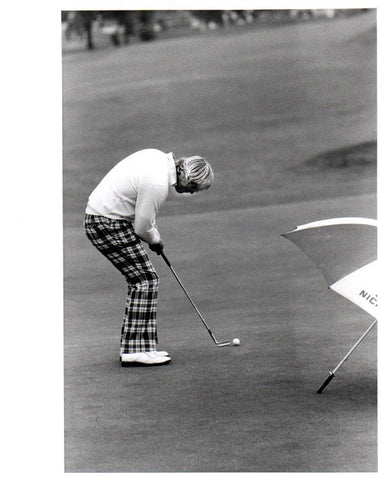 Jack Nicklaus Putting in Checkered Pants Unsigned Old Time Photo