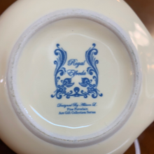 Load image into Gallery viewer, Royal Elfreda cream & sugar set