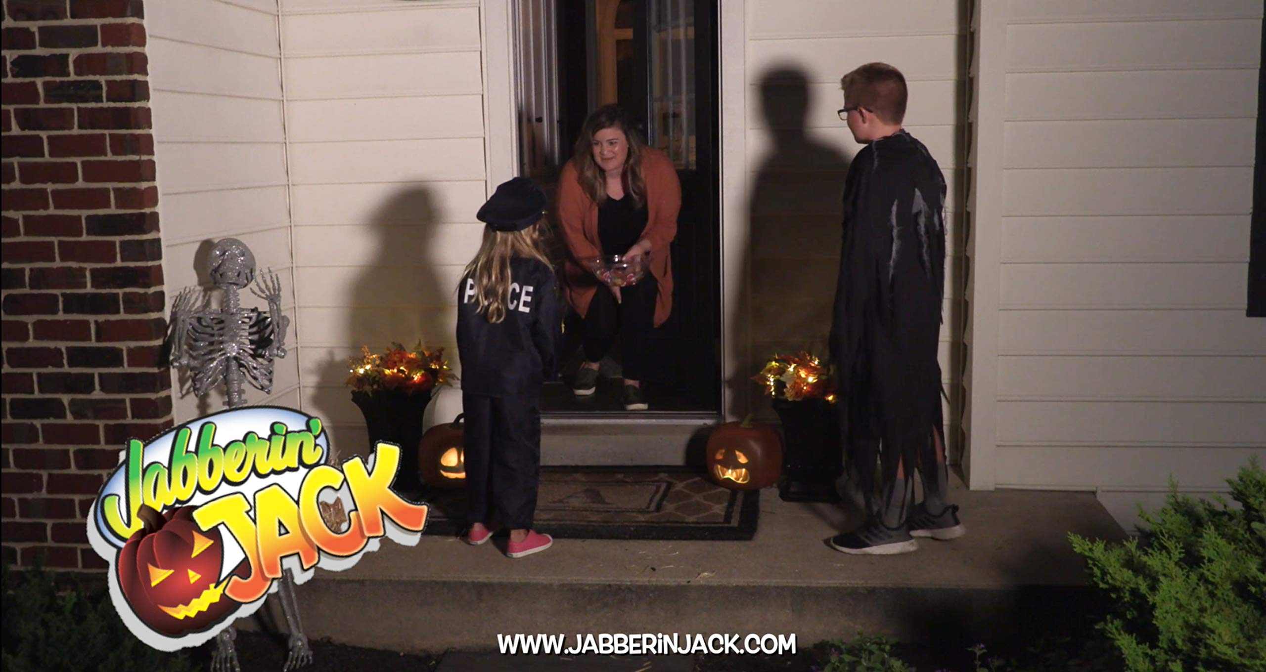 Mindscope Jabberin Jack Talking Animated Pumpkin with Built in Projector & Speaker Plug'n Play