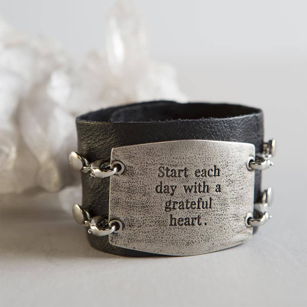 "Vintage Sentiment, ""Start each day with a grateful heart."""