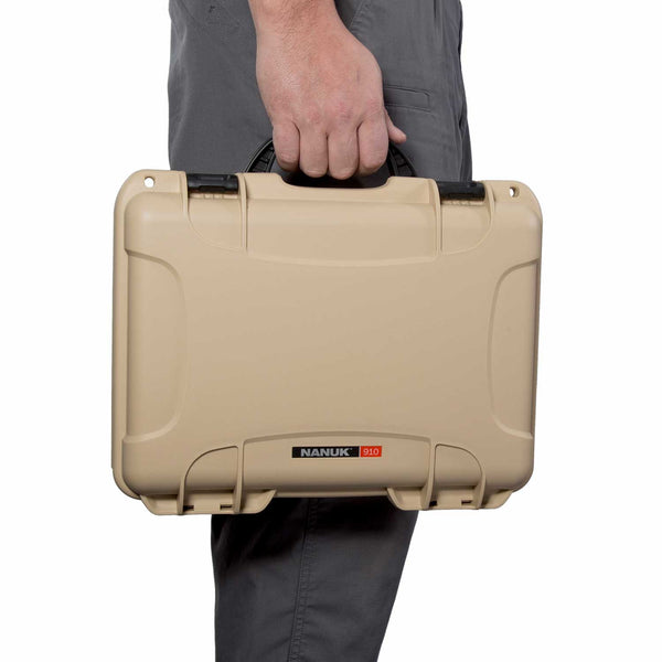 The NANUK 910 Glock® 2 Up Pistol case comes with a soft grip and ergonomic handle to make it easy to transport. It also features stainless steel hardware and integrated handle stay to keep the handle out of harm when traveling or during shipping.