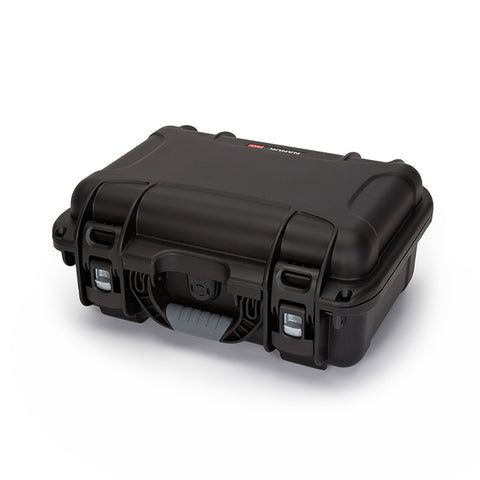 The NANUK 915 protective case comes with a soft grip and ergonomic handle to make it easy to transport.