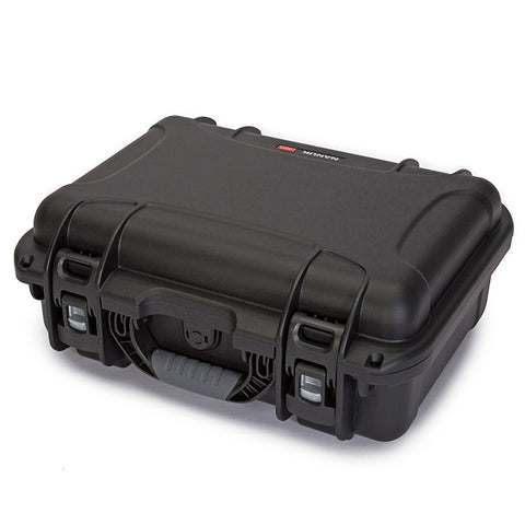 The NANUK 920 protective case comes with a soft grip and ergonomic handle to make it easy to transport.