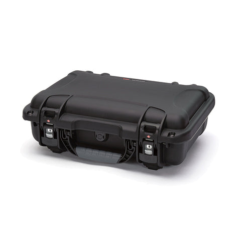 The NANUK 923 protective case comes with a soft grip and ergonomic handle to make it easy to transport.