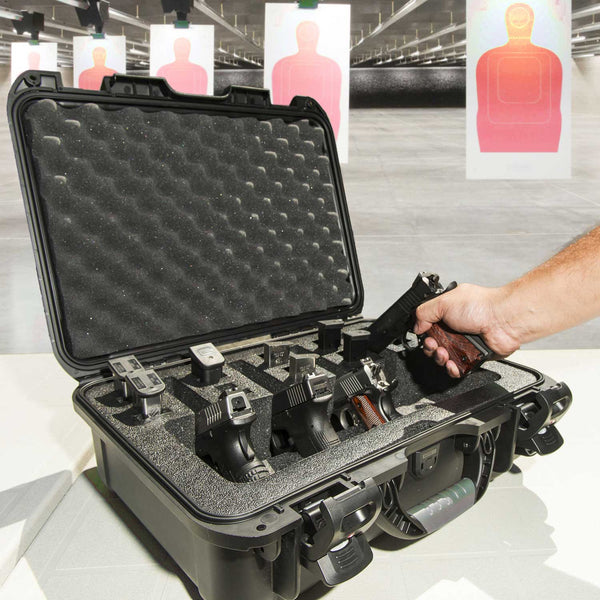 The NANUK 925 4 Up Pistol case comes with a soft grip and ergonomic handle to make it easy to transport.