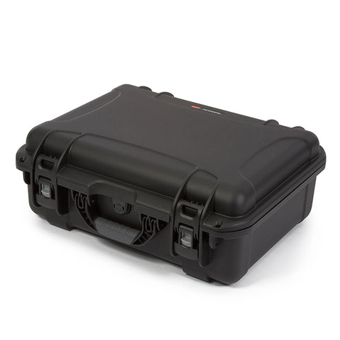 The NANUK 930 protective case comes with a soft grip and ergonomic handle to make it easy to transport.
