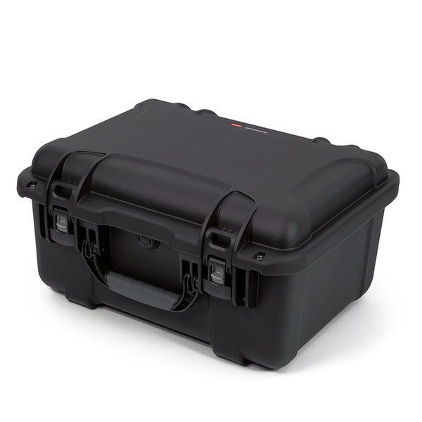 The NANUK 933 protective case comes with a soft grip and ergonomic handle to make it easy to transport.