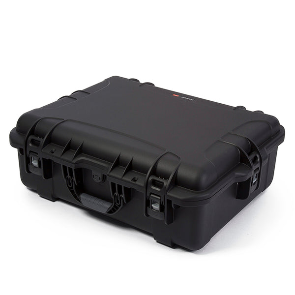 A favorite among photographers and videographers, the deep and wide NANUK 945 hard case adapts to every environment.
