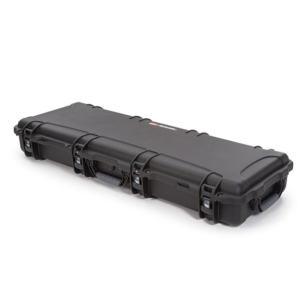 The NANUK 990 protective case comes with two soft grip and ergonomic handles to make it easy and comfortable to transport.