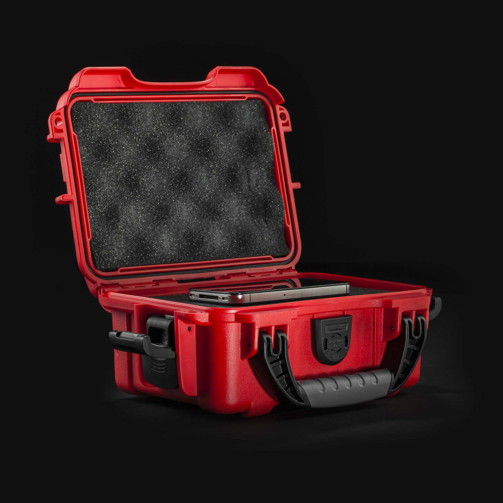 Nanuk 903 in red with phone