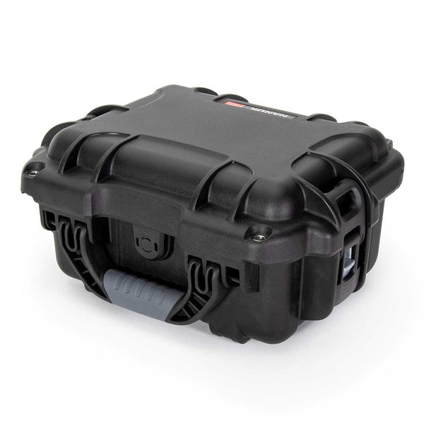 The NANUK 905 protective case comes with a soft grip and ergonomic handle to make it easy to transport.