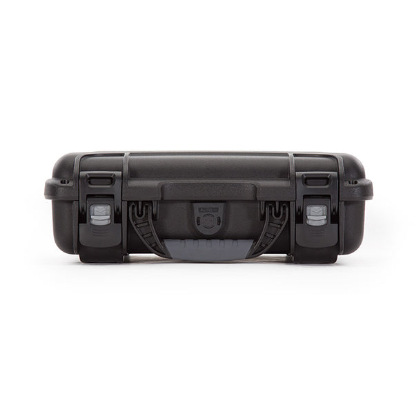 The NANUK 909 protective case comes with a soft grip and ergonomic handle to make it easy to transport.