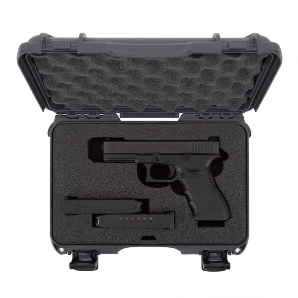 The NANUK 909 Glock® Pistol case provides secure storage for many popular models along with space for two (2) single stack magazines or one (1) double stack magazine. This case features high-quality grade closed cell PEF foam construction in the base and soft cushioned foam in the lid for long term performance and protection.