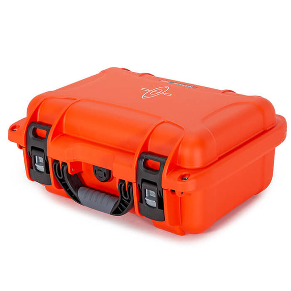 Built to organize, protect, carry and survive tough conditions, the NANUK 915 waterproof hard case is impenetrable and indestructible with a lightweight tough NK-7 resin shell and PowerClaw superior latching system.