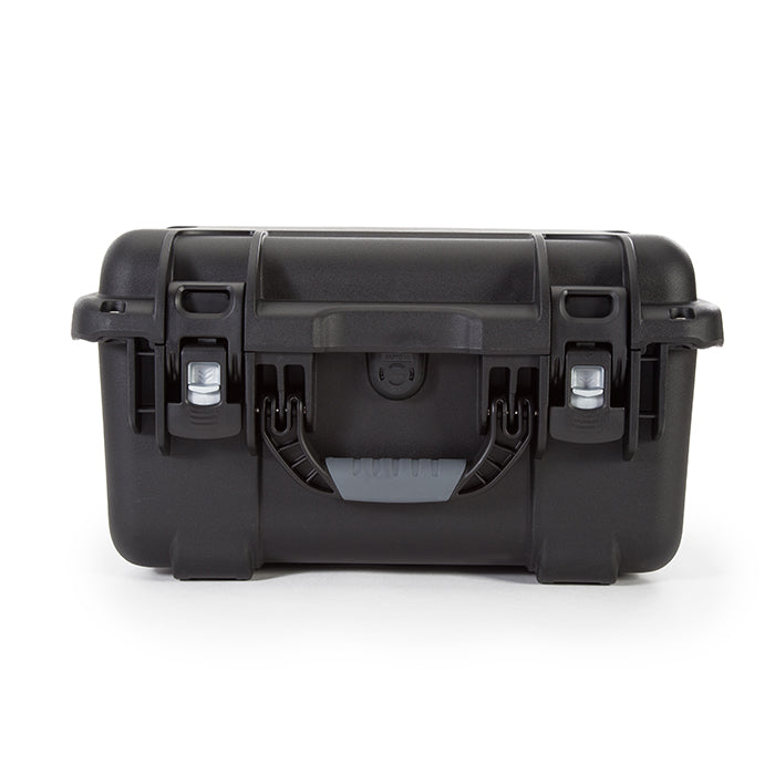 The NANUK 918 protective case comes with a soft grip and ergonomic handle to make it easy to transport.