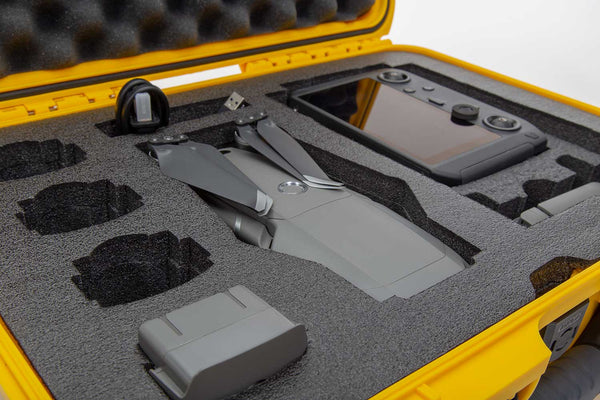 The NANUK 925 DJI™ Mavic 2 Smart Controller protective case comes with a soft grip and ergonomic handle to make it easy to transport.