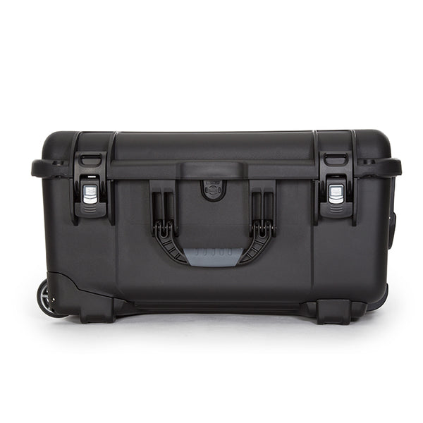 With NANUK's exclusive locking and latching system, the NANUK 950 stays shut and secured until you are ready to open it.