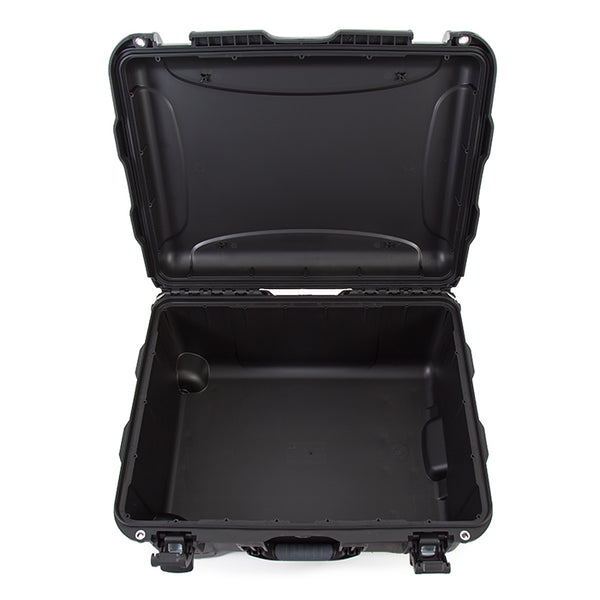 The NANUK 950 hard case offers the maximum level of protection for all of your professional equipment.